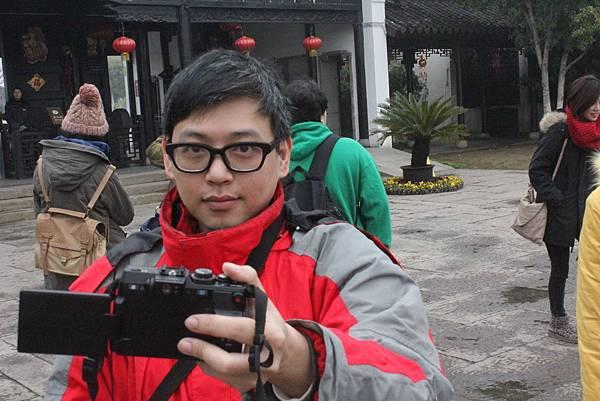 專業 - 會自動對鏡頭的人