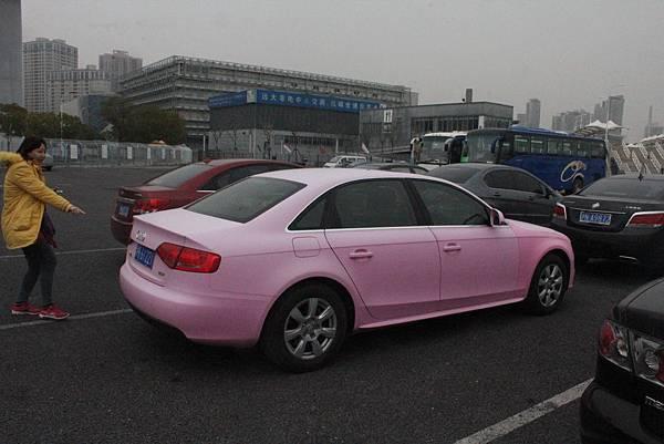你看 ! 粉紅色的