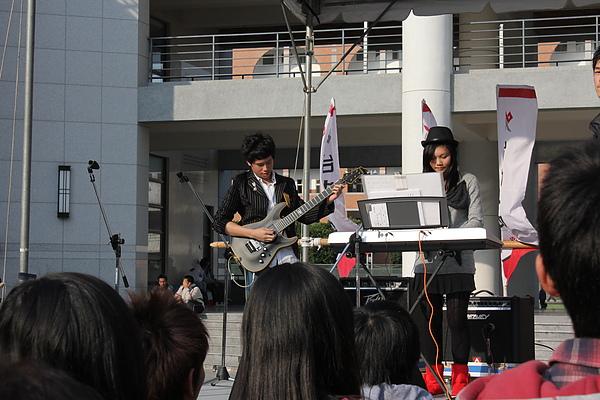 台中一中園遊會~keyboard&bass.JPG