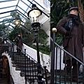 3/8 連遊客在商店街走個樓梯都這麼入戲