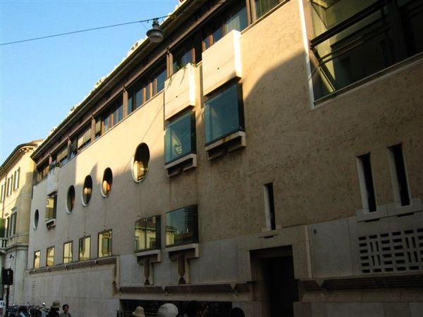 Carlo Scarpa設計的一間銀行