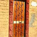 鮮豔的大門
