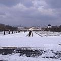 3/7 Belveder Palace 冰封的花園,遠處是下宮