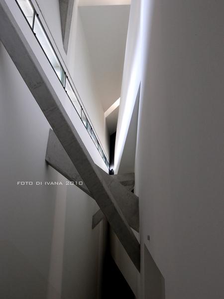 3/11 很好殺底片的長階梯