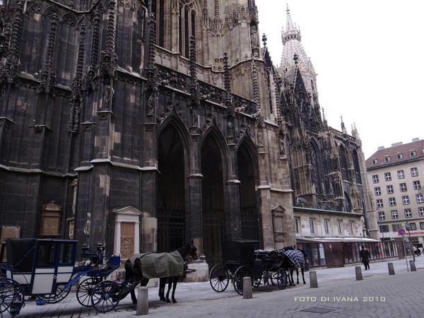 3/8 再加上載運觀光客的馬車整個就是