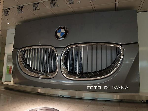 3/3慕尼黑 機場行李盤前的BMW廣告