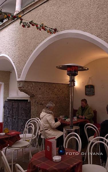 戶外咖啡座的暖爐