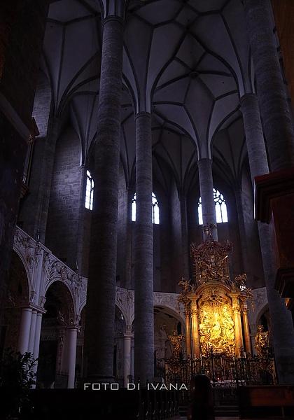 3/4奧地利很多教堂內的結構都像這種傘狀的