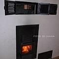 3/5 狩獵宮內的暖爐是燒柴的
