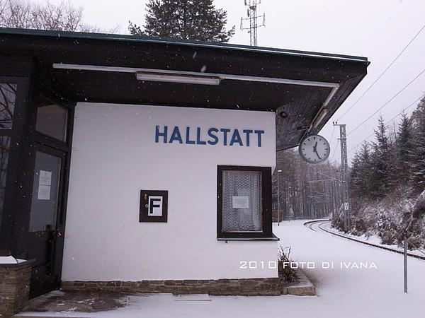 Hallstatt無人火車站,等待室有暖氣呢