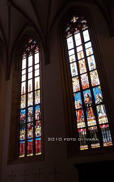 Catholic Church 的玻璃窗(可點原始圖)