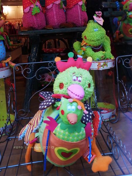 3/8 只好亂晃晃window shopping 看一下青蛙王子和袋鴨