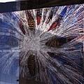 3/8 前往MAK應用美術館路上~~~這幅畫搶眼得很