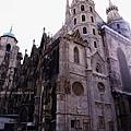3/8 StephansDom聖史蒂芬教堂的門面在整修