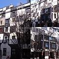 3/8 Kunsthaus百水美術館外觀!! 我比較喜歡這棟的馬賽克!!