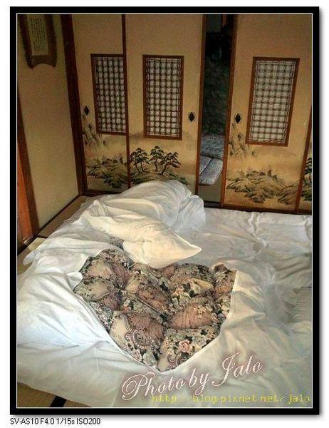 nEO_IMG_晚餐後女將已經鋪好柔軟的眠床.jpg
