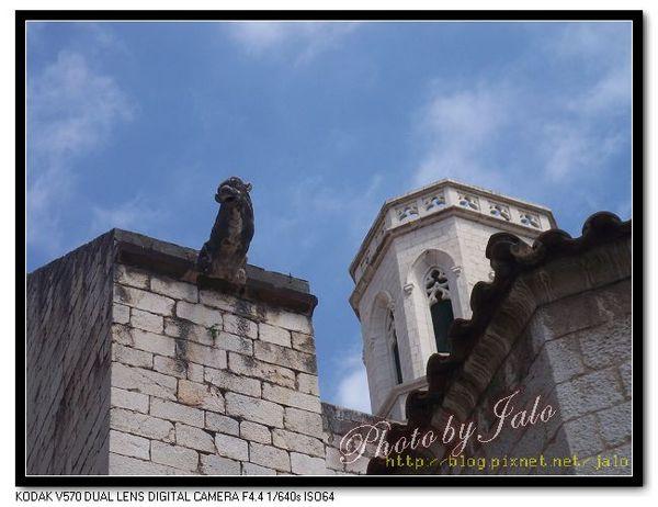 nEO_IMG_Figueres教堂屋頂.jpg