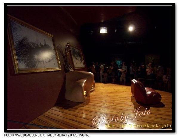 nEO_IMG_梅‧韋斯特的房間側面.jpg