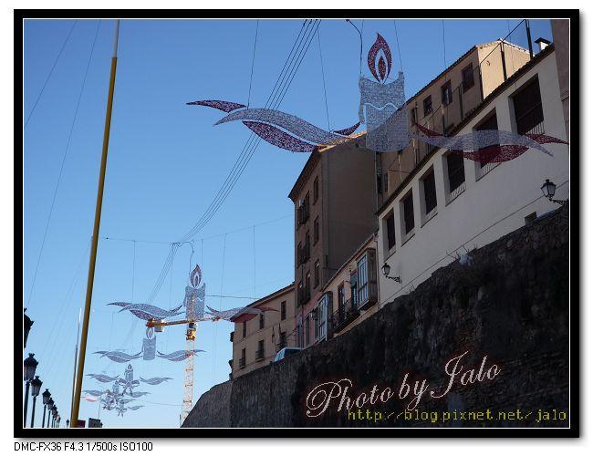 nEO_IMG_街道的聖誕燈.jpg
