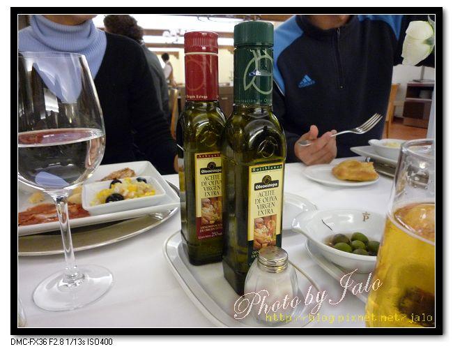 nEO_IMG_餐桌上的橄欖油.jpg