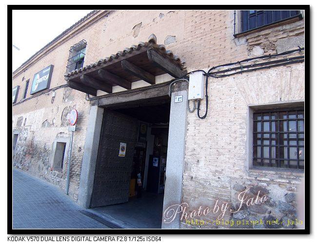 nEO_IMG_02-水電行開在陳舊的建築物裡.jpg