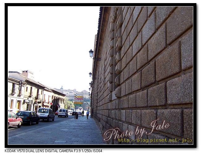 nEO_IMG_10-國立貴族檔案館側牆-1.jpg