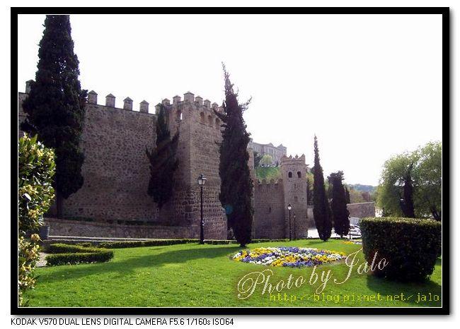 nEO_IMG_15-Toledo托雷多城門側牆-2.jpg