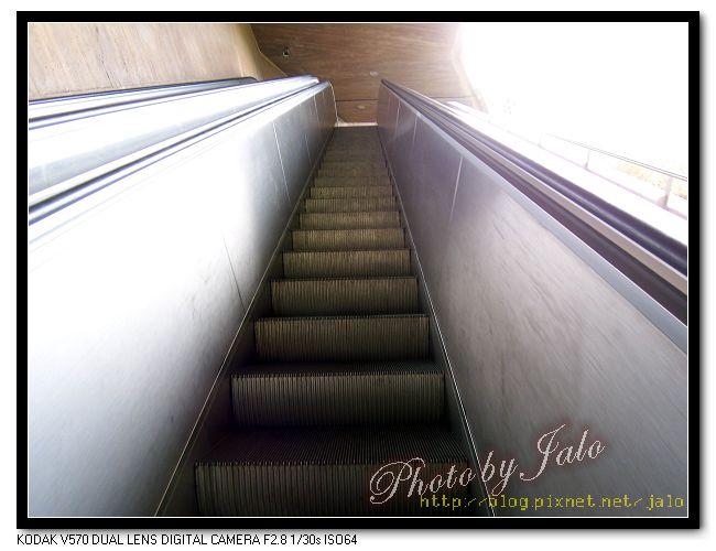 nEO_IMG_16-搭電梯進城.jpg