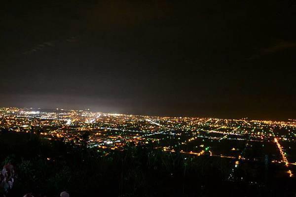 山上涼涼露營區夜景2.jpg