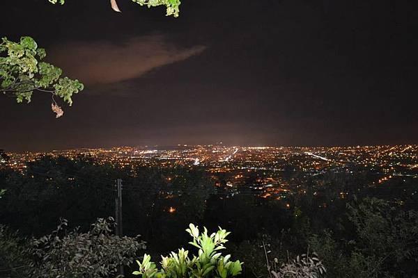 山上涼涼露營區夜景1.jpg
