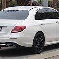 2018_Mercedes-Benz_E_300_(W_213)_sedan_(2018-11-02)_02.jpg