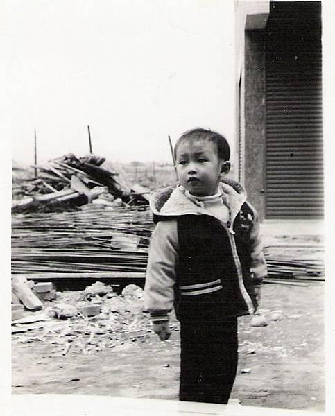 五歲時,在我家樓下迷路