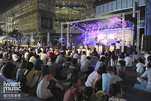 2013銀河音樂聚@新光三越信義香堤廣場_4.jpg