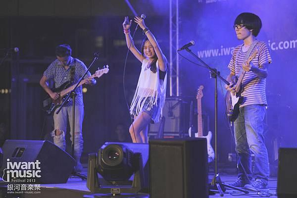 2013銀河音樂聚@新光三越信義香堤廣場_阿克樂團_1.jpg