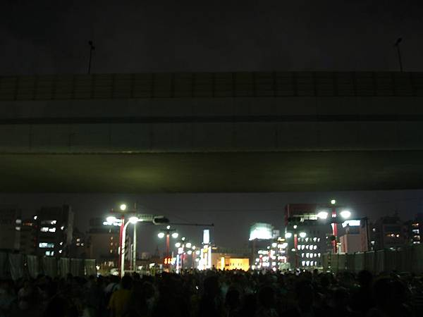 隅田川花火<觀賞路線是穿越吾妻橋