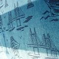 坐椅上有海鷗和帆船v