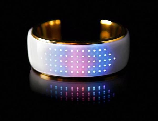 時尚的 elemoon 智慧手環