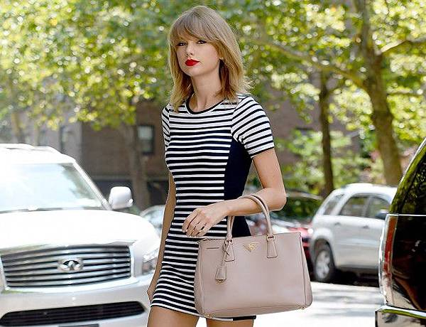 Taylor-Swift-Prada-Executive-Tote1-620x475.jpg