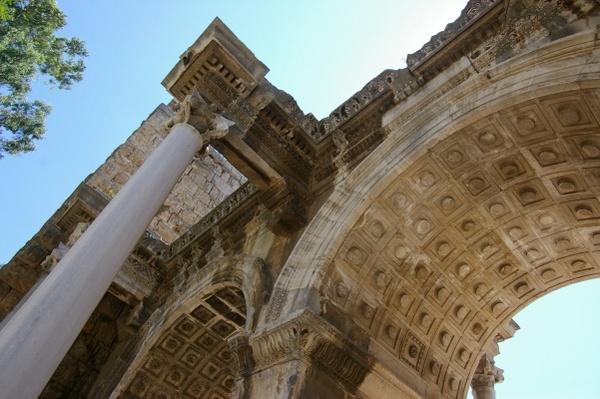 安塔利亞的千年拱門