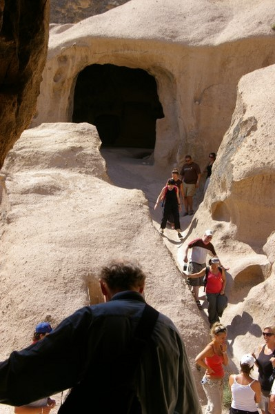攀岩看洞穴