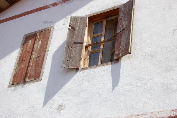 番紅花城的一扇窗 (土耳其, 2005)