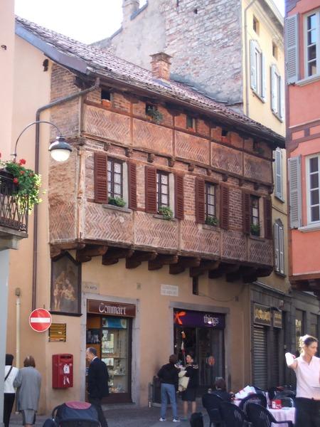 Como 湖邊的某建築 (義大利, 2006)