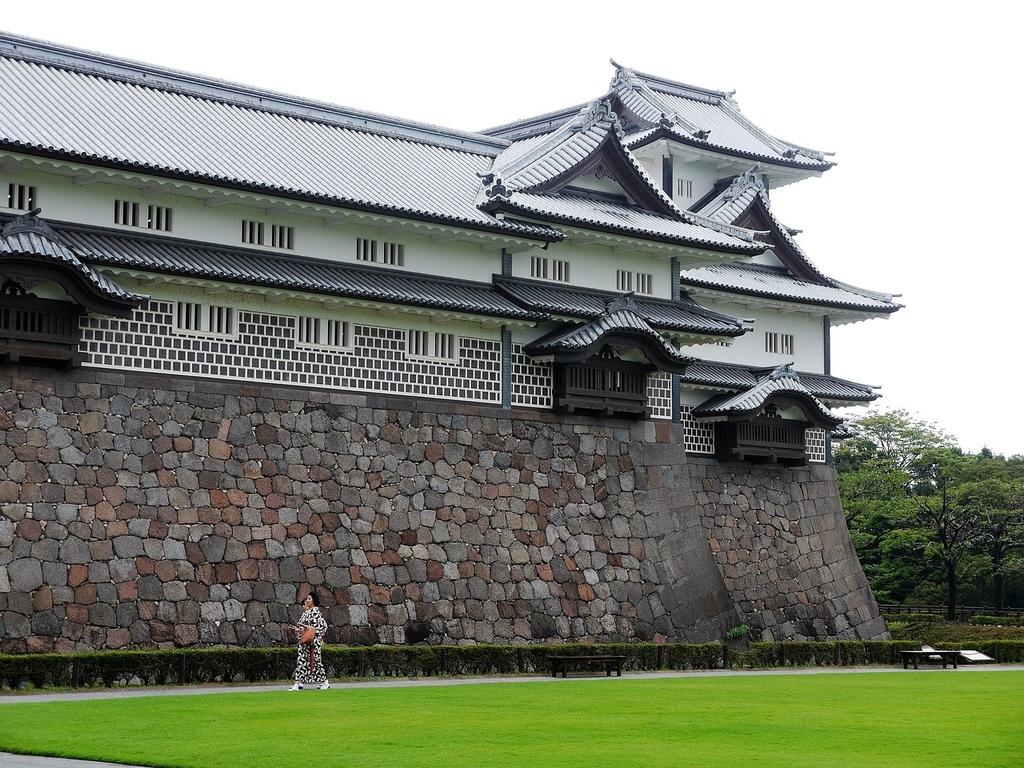 kanazawa-castle-1896644_1280.jpg
