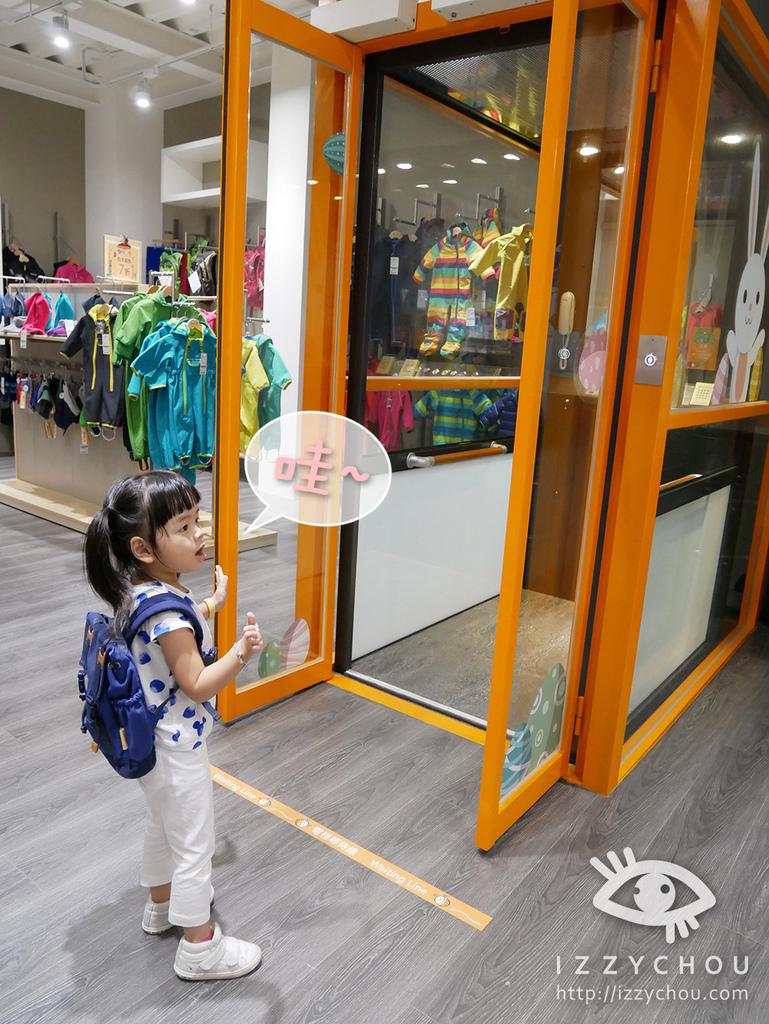 JAKO-O 內湖旗艦店 透明電梯