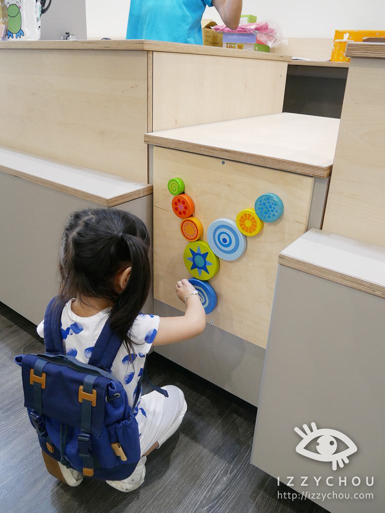 JAKO-O 內湖旗艦店 結帳櫃檯也能玩