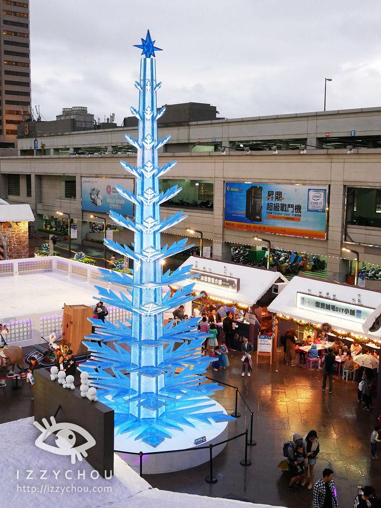 2017迪士尼冰雪奇緣嘉年華 晚上的冰雪魔法聖誕樹