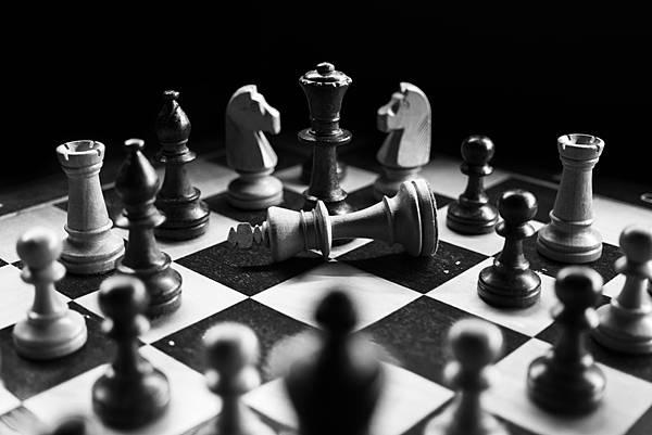 人工智慧狂電人類玩家!前西洋棋冠軍聯手AI改寫西洋棋(上)