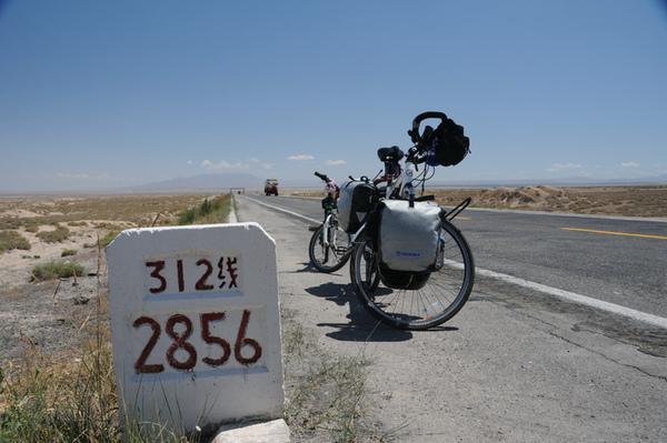 國道312線,中國第二長公路,全長5千多公里,此處距上海2856公里.jpg