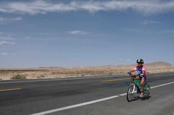 新疆-戈壁荒野.jpg