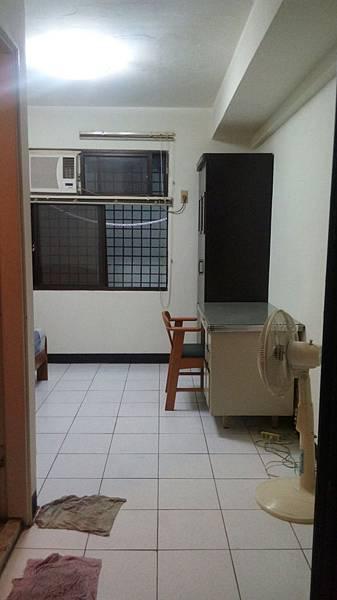 儒林園b5地下1樓4000獨立門牌可養寵0976879259江先生 (1).jpg